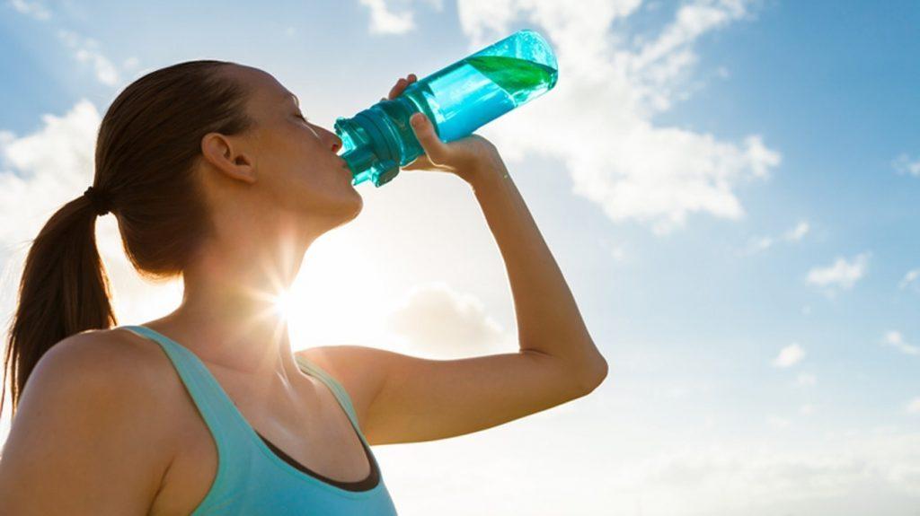 口渴才想到要喝水?你每天应该喝多少水才够?