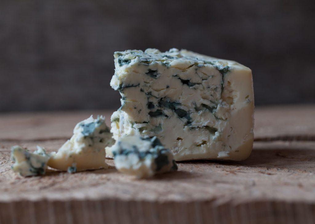 为什么可以安全地食用蓝纹奶酪中的霉菌?