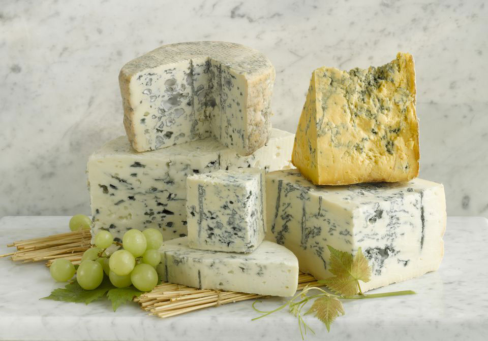 蓝纹奶酪是如何制成的