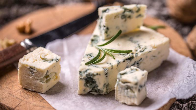 蓝纹奶酪怎么吃,蓝纹奶酪对身体有害吗?胖科