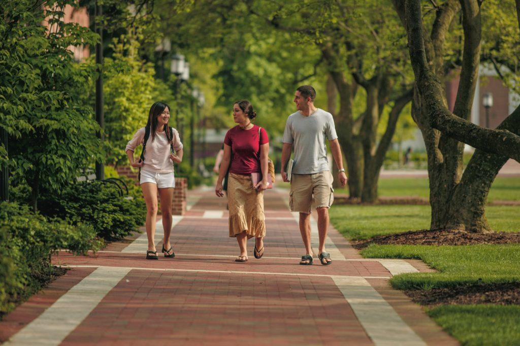 散步的好处:每天30分钟的散步可以为你提供5个持久的好处