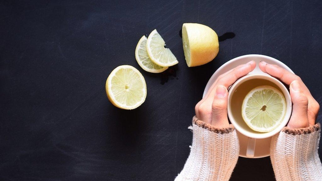 喝温柠檬水的16个健康功效