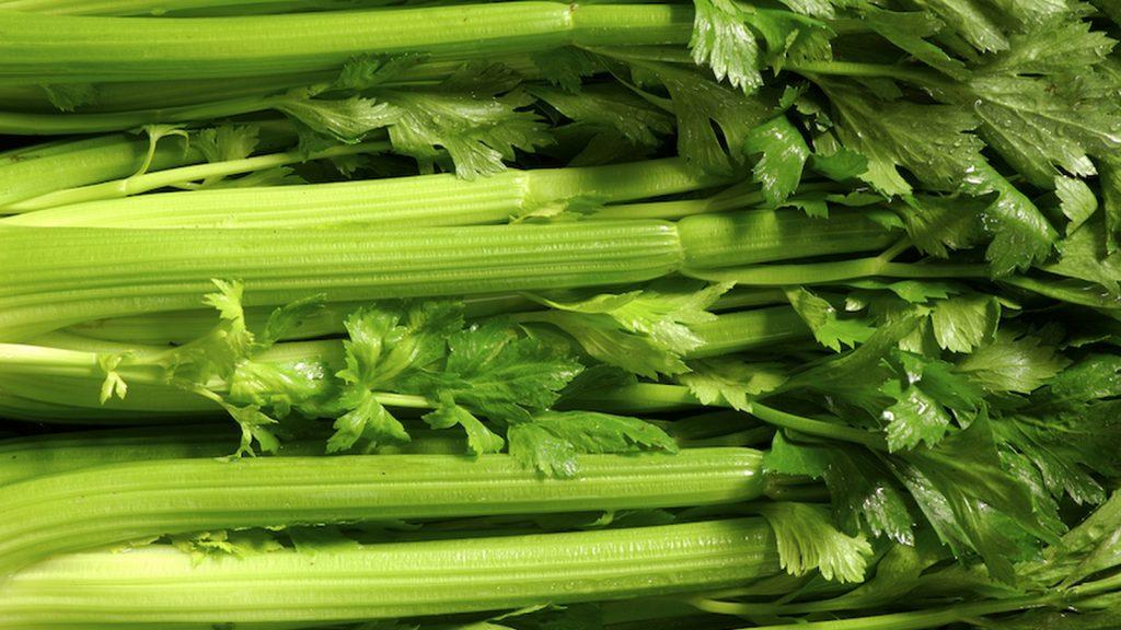 芹菜汁的10大健康益处,不只是美容助推器!