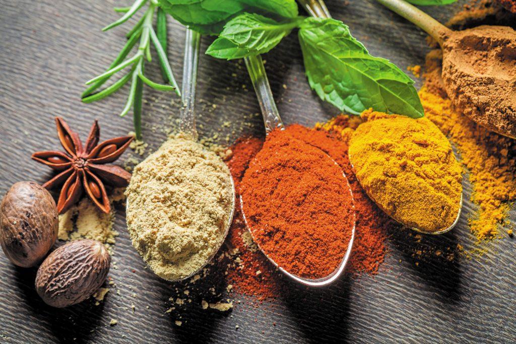 姜黄抗发炎、大蒜护心!4种香料提升抵抗力
