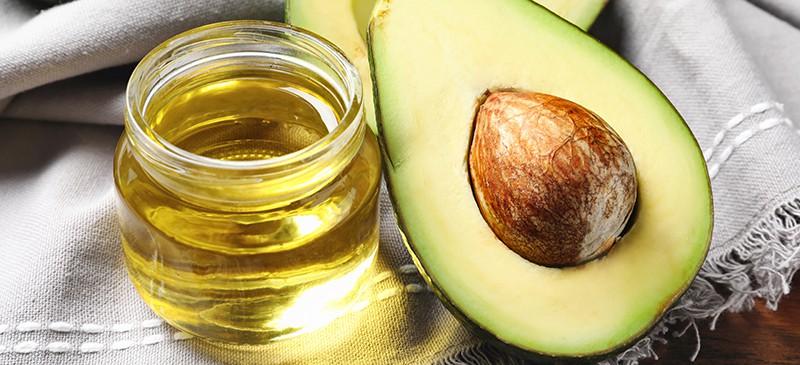牛油果油对头发的10种用途和益处