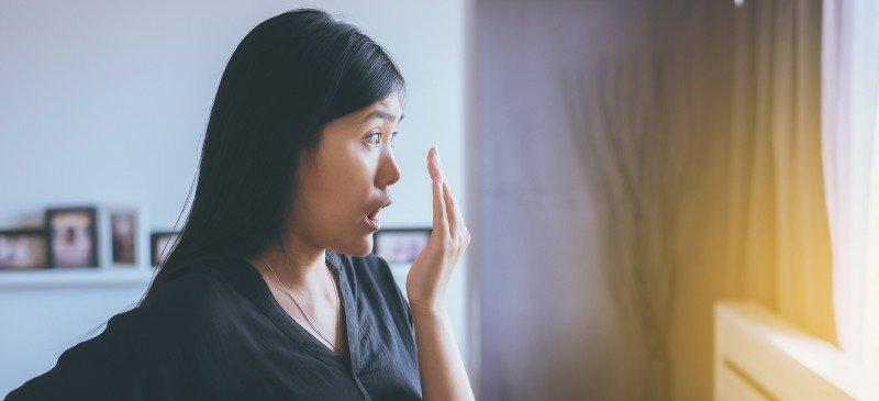 口臭原因及6种如何用自然疗法摆脱口臭