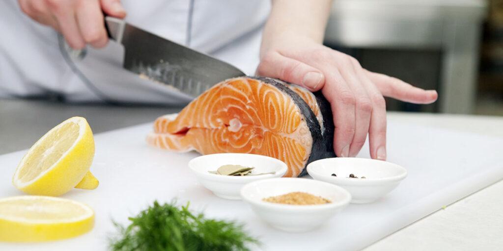 比地中海饮食更健康!加上「吃鱼+间歇断食」更能防心血管疾病