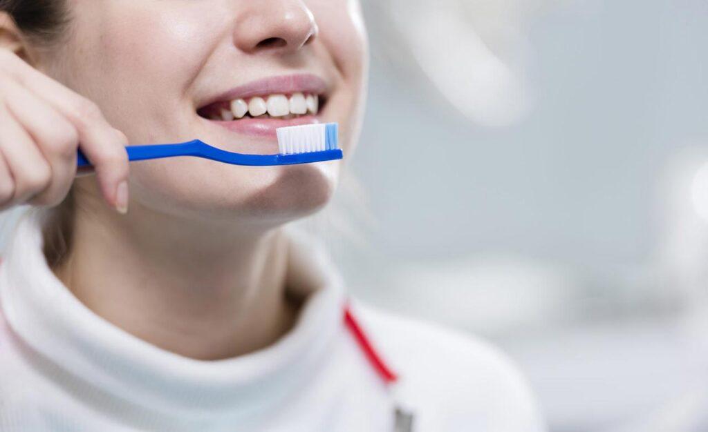 秋冬改用温水刷牙保护牙齿兼顾心血管