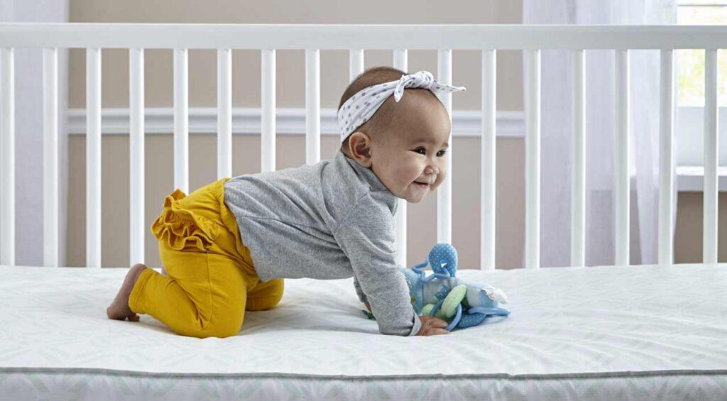 布置婴儿床注意4方面,打造安全睡眠环境