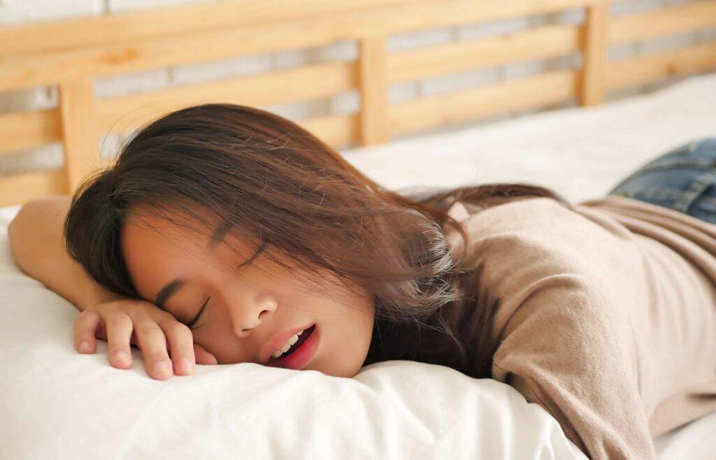 最佳减肥秘诀竟是睡饱饱!3原则调整生理时钟,挥别肥胖、慢性病