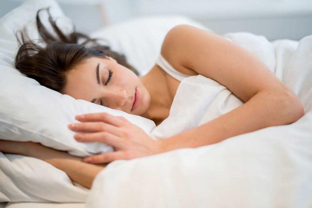 每天睡足7小时大脑才能清除废物!5种营养素帮你一夜好眠