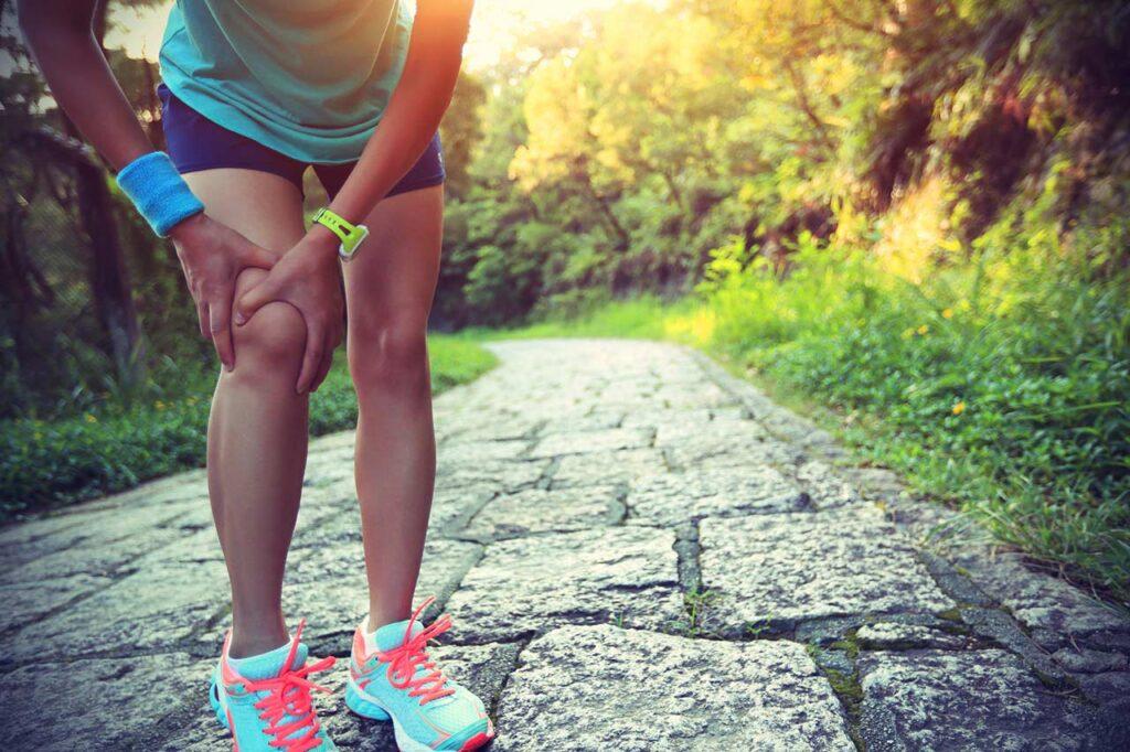 如何判断膝关节受伤严重性?医师公开伤害膝关节的5大运动「篮球、跑步都上榜!」