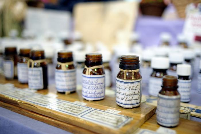 芳香疗法入门:精油怎么挑选、功效、注意事项总整理!