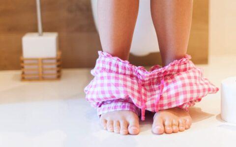 蹲马桶超过10分钟?5个习惯让你每次上厕所都在催生「痔疮」