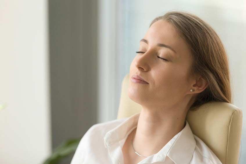 睡不着怎么办?4-7-8 呼吸法让你1分钟入睡